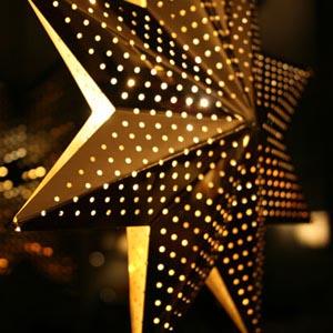 Weihnachtsbeleuchtung zur fensterdekoration for Fenster weihnachtsbeleuchtung