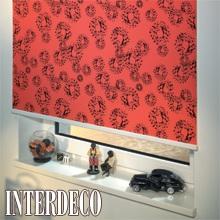 Rote Rollos - Sichtschutz in starken Farben.